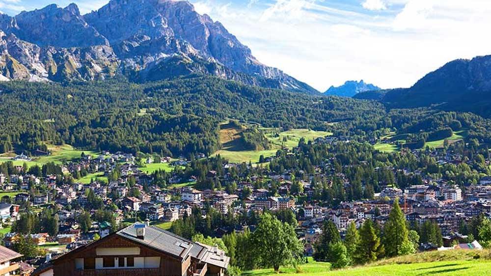 Cortina d'Ampezzo συνάντηση με το χιόνι και την ιστορία